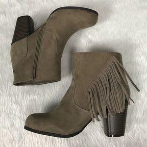 💥NEW Steve Madden tan fringe ankle boots, Descent